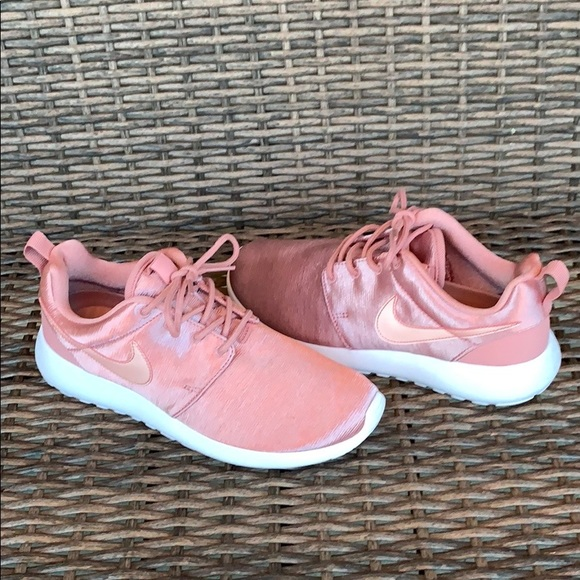 save off a8d47 d2f23 Women's Nike Roshe PRM 1 Running Shoes NWT